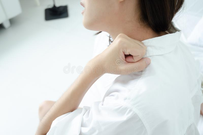 Chora kobieta z b?lem zdjęcie royalty free