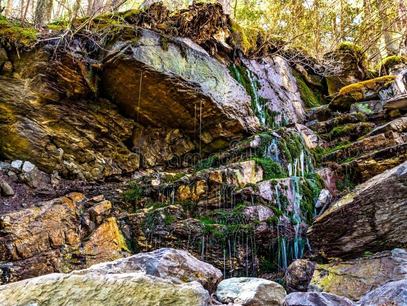 Chorando a rocha na fuga de montanha de Colômbia imagens de stock royalty free