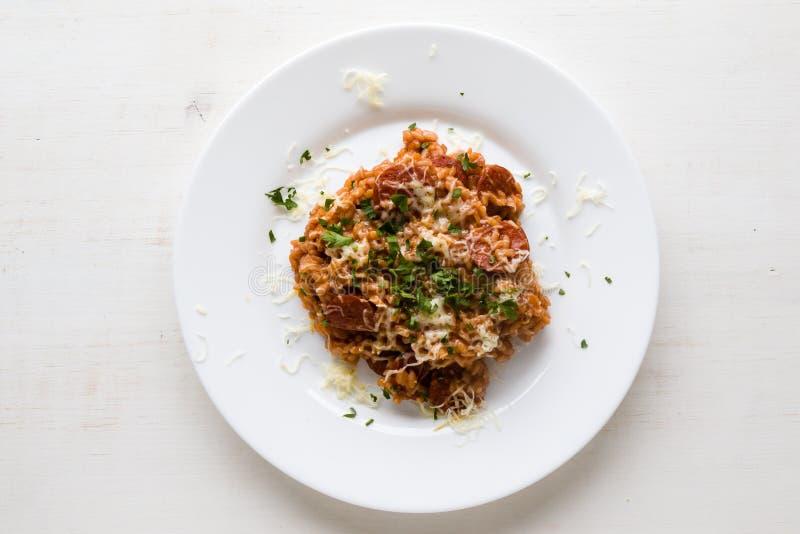 Chorizo risotto με την ντομάτα στοκ φωτογραφία με δικαίωμα ελεύθερης χρήσης