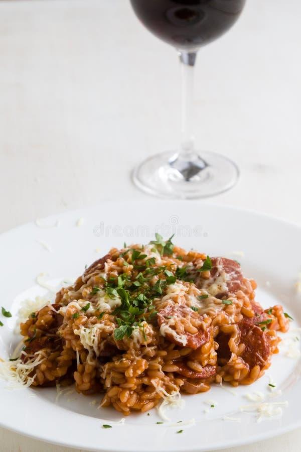 Chorizo risotto με την ντομάτα στοκ φωτογραφία