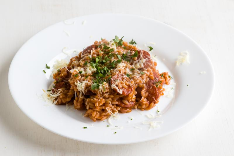 Chorizo risotto με την ντομάτα στοκ εικόνες