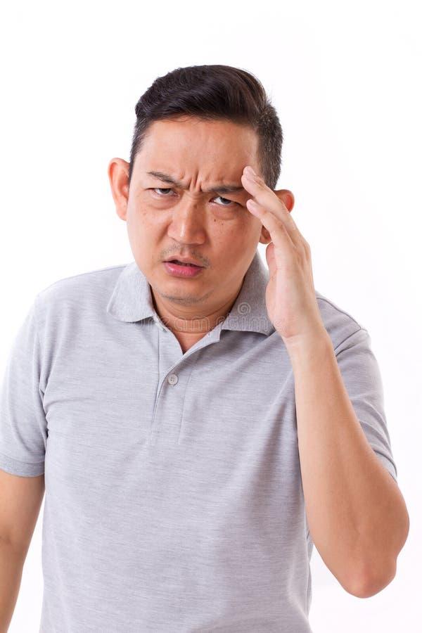 Choroba, stresujący mężczyzna cierpienie od migreny zdjęcie royalty free