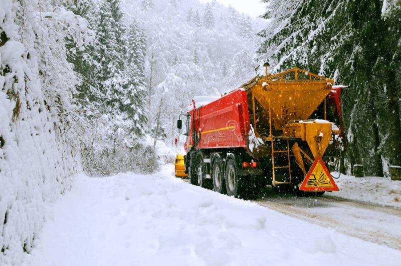 Chorreadora del Snowplow en el camino imágenes de archivo libres de regalías