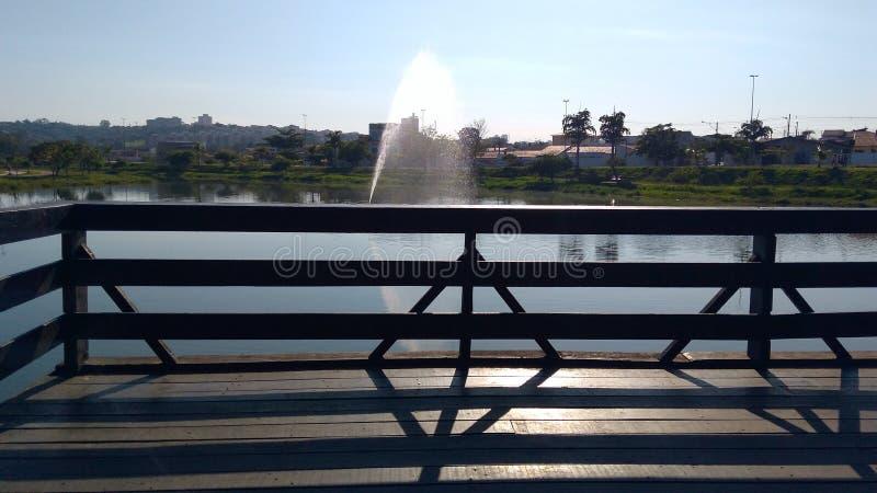 Chorro de agua y reflecrions fotografía de archivo