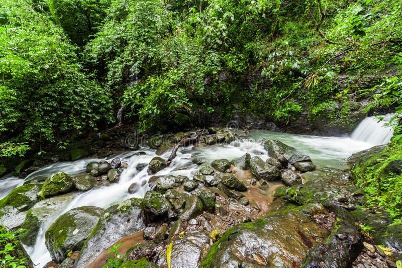 Chorro Las Mosas siklawy wzdłuż Rio Anton w El Valle De Anton, fotografia royalty free