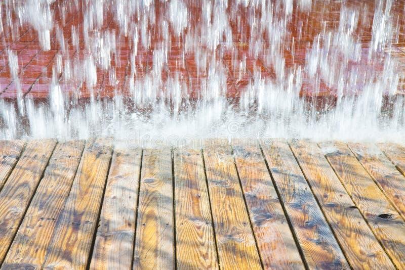 Chorros de agua de una fuente moderna - distrito del este, Lisboa, Portuga fotos de archivo