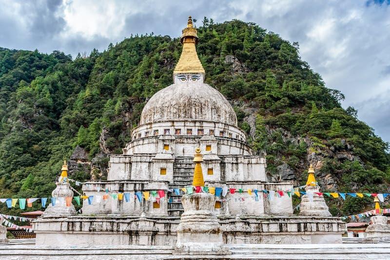 Chorten Kora - восточный Бутан стоковое фото rf