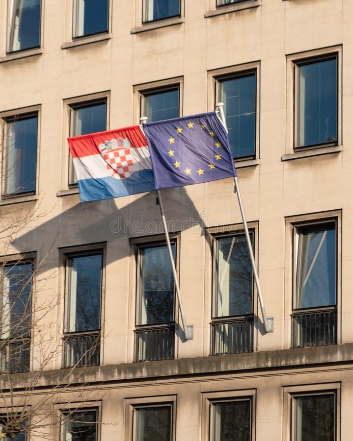 Chorwacja i UE flaga na budynku biurowym zdjęcia royalty free