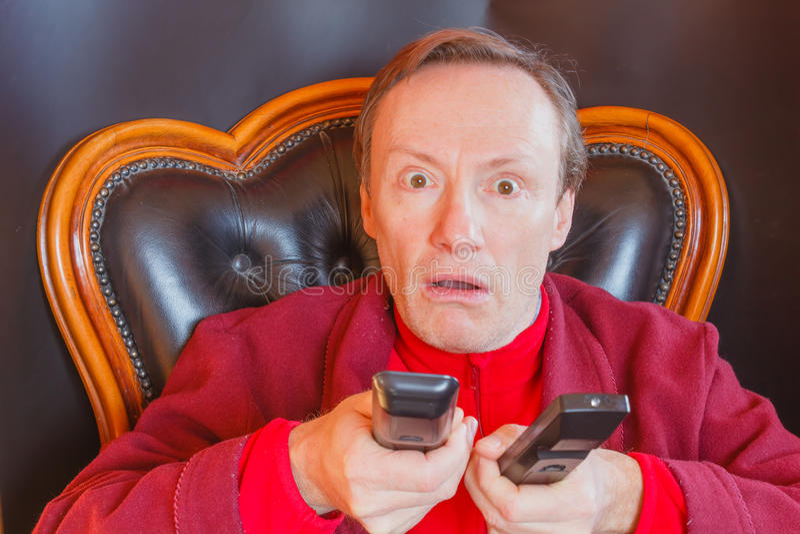 Chory mężczyzna seriale telewizyjni zdjęcie royalty free