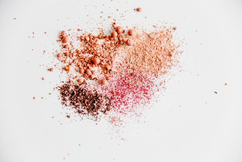 Choses pour le maquillage : crayon, mascara, eye-liner et fard à paupières photographie stock