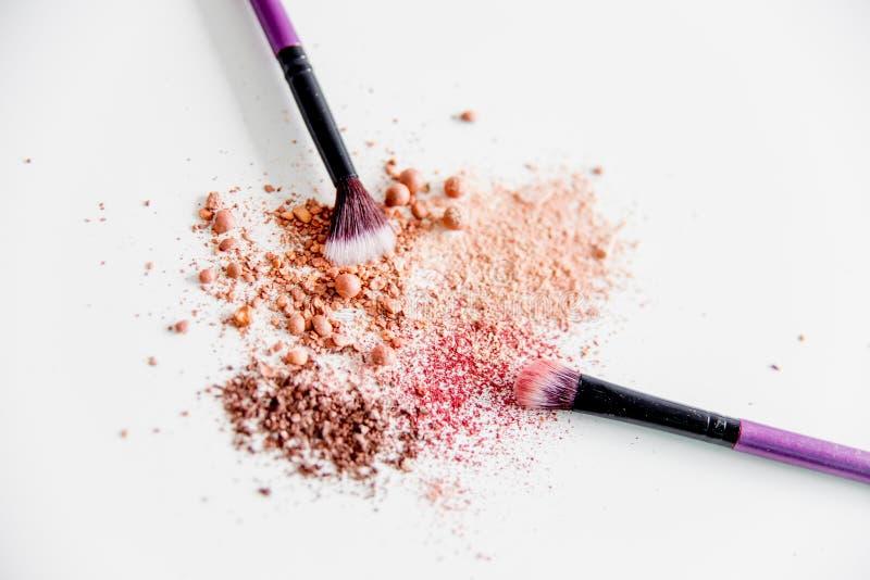 Choses pour le maquillage : crayon, mascara, eye-liner et fard à paupières image stock