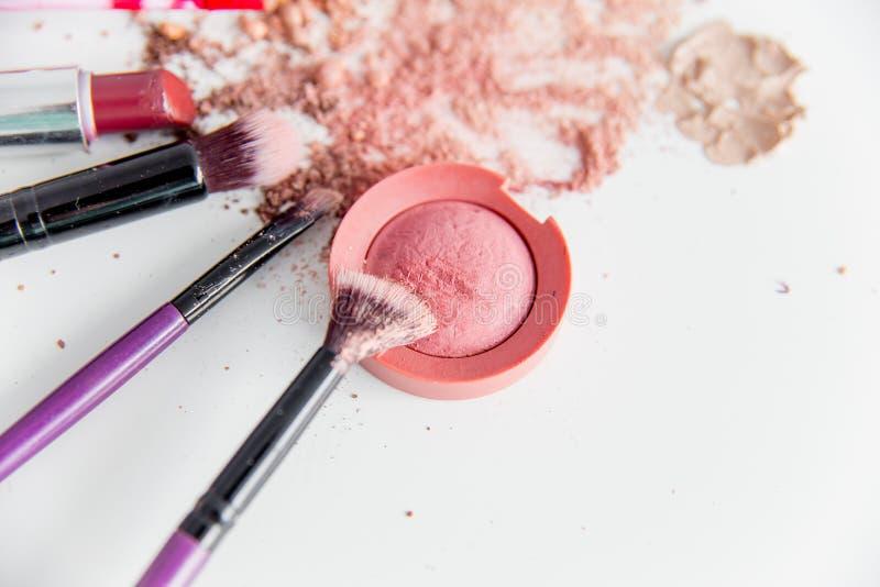 Choses pour le maquillage : crayon, mascara, eye-liner et fard à paupières photo stock