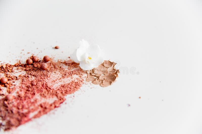 Choses pour le maquillage : crayon, mascara, eye-liner et fard à paupières photos libres de droits