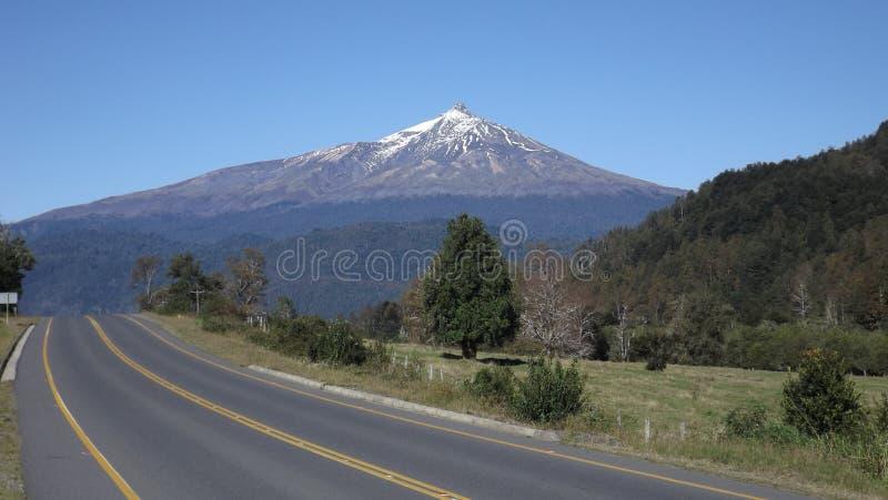 Choshuenco vulkan fotografering för bildbyråer