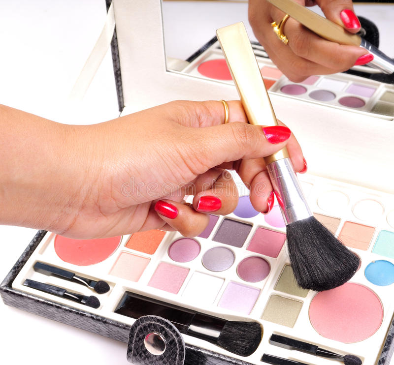 chosing makeup σκιά στοκ εικόνες