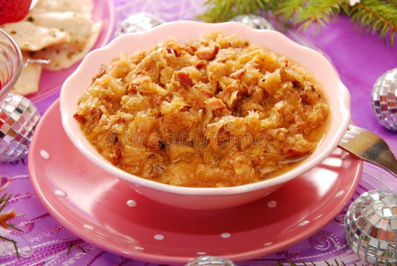 Choucroute (bigos) avec la saucisse pour Noël image libre de droits