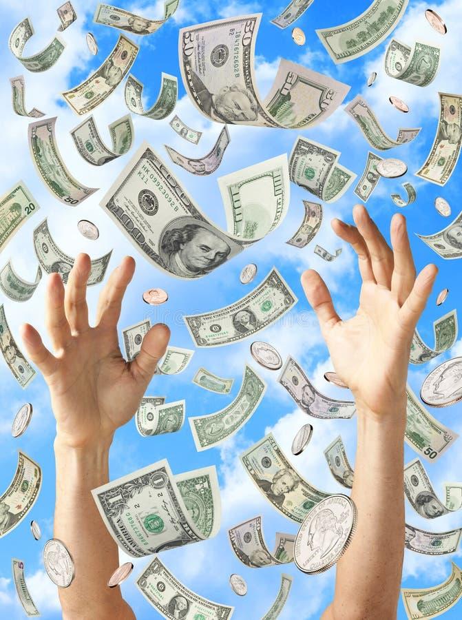 Chovendo as mãos do dinheiro que travam dólares fotos de stock royalty free