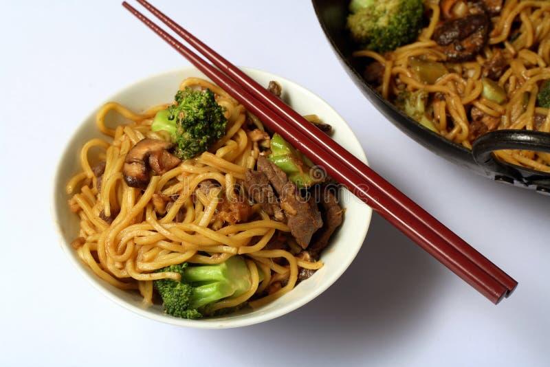chow mein wołowiny chiński makaron zdjęcia stock