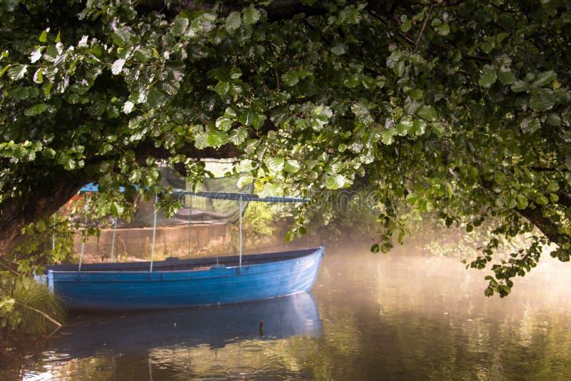 Chowana łódź obraz stock