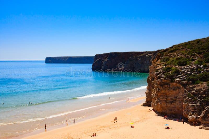 Chowana plaży zatoka na portuguese falezie obraz royalty free