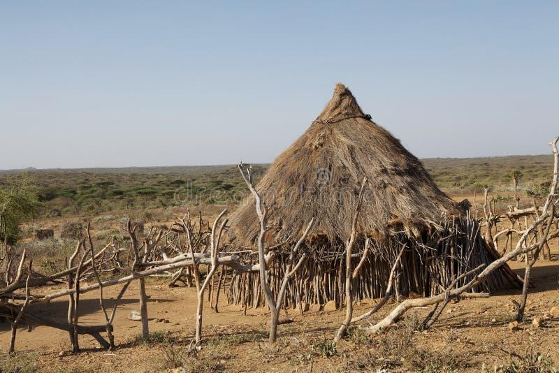 Choza africana del pueblo fotografía de archivo