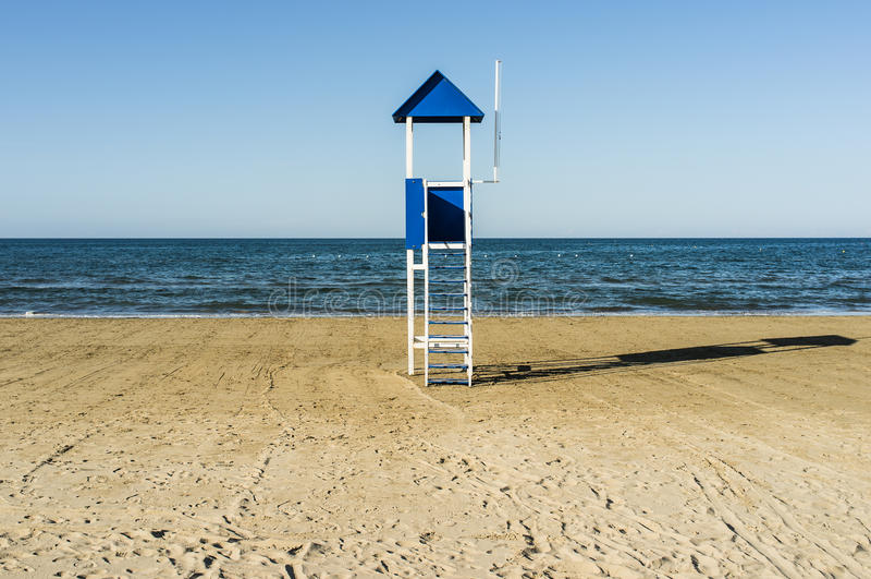 Choza azul del salvavidas de la playa fotos de archivo libres de regalías