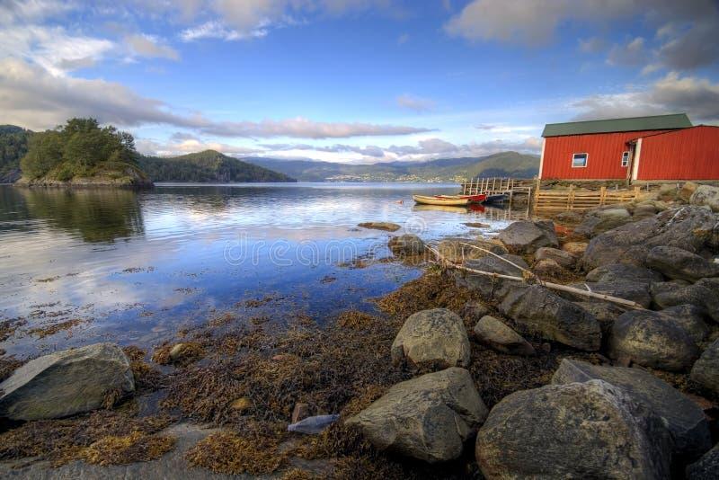 Choza del pescador, fiordo escénico foto de archivo libre de regalías