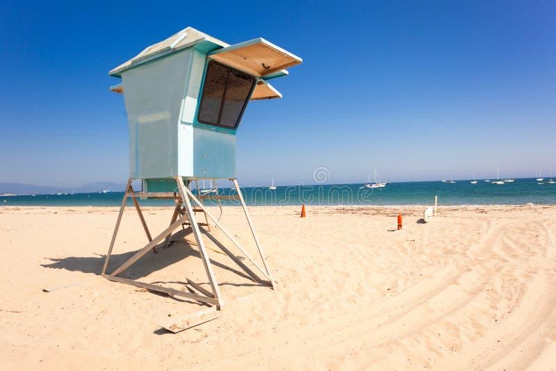 Choza del salvavidas en la playa de Santa Barbara fotografía de archivo