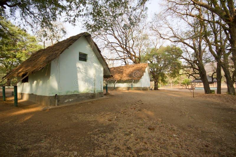 Choza en bosque territorial del muthathi imagenes de archivo