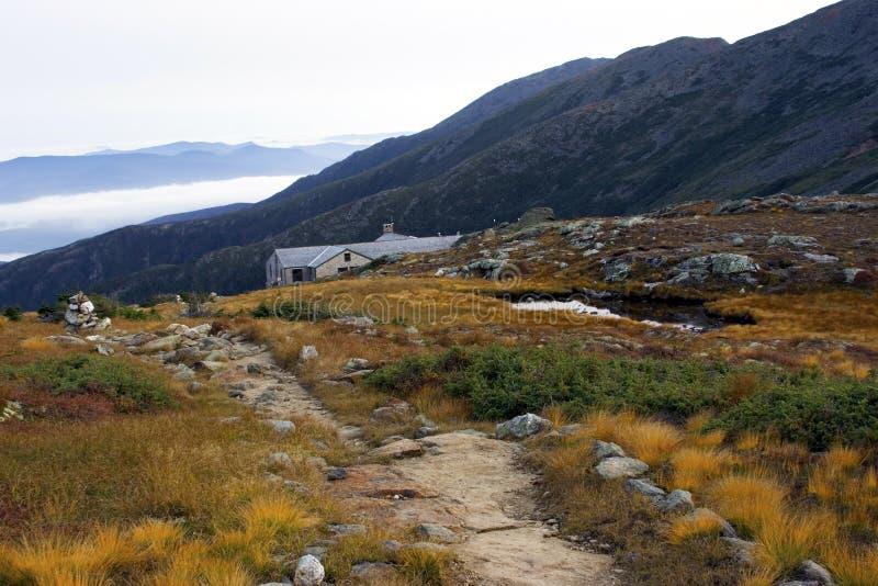 Choza inminente de la montaña imagen de archivo libre de regalías
