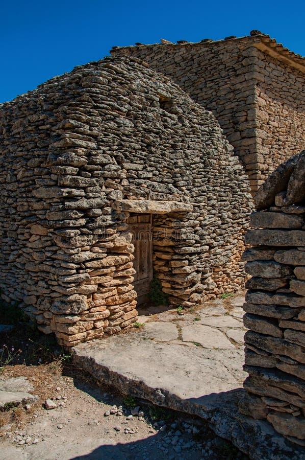Choza típica hecha de piedra en el pueblo de Bories foto de archivo libre de regalías