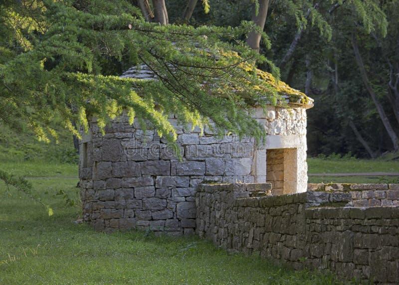 Choza tradicional de la piedra de Istrian Kazun, Istria Croacia fotos de archivo libres de regalías