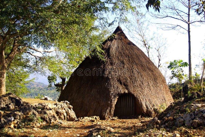 Choza tradicional del habitante en la isla del sumba imagen de archivo libre de regalías