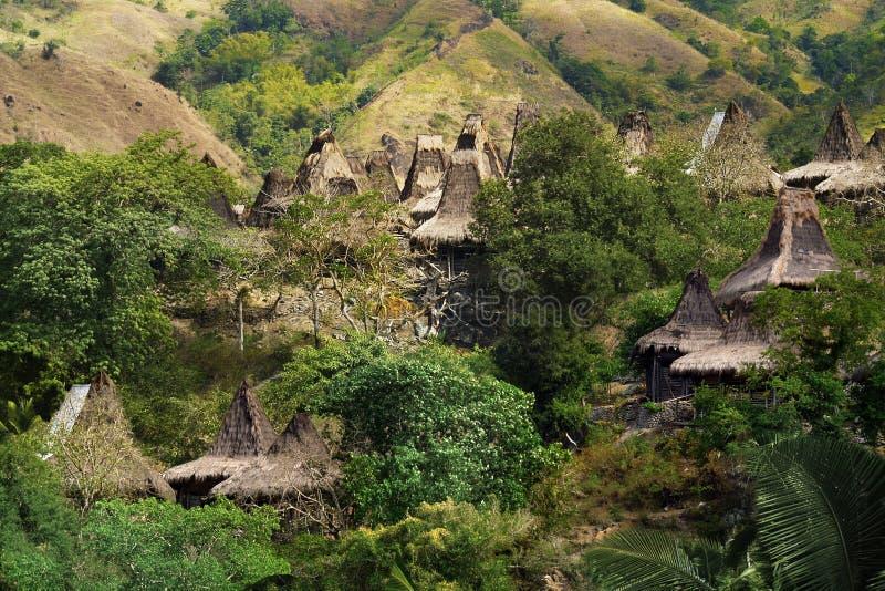 Choza tradicional del habitante en la isla del sumba imagenes de archivo