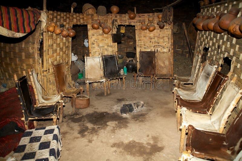 Choza tribal africana imagenes de archivo