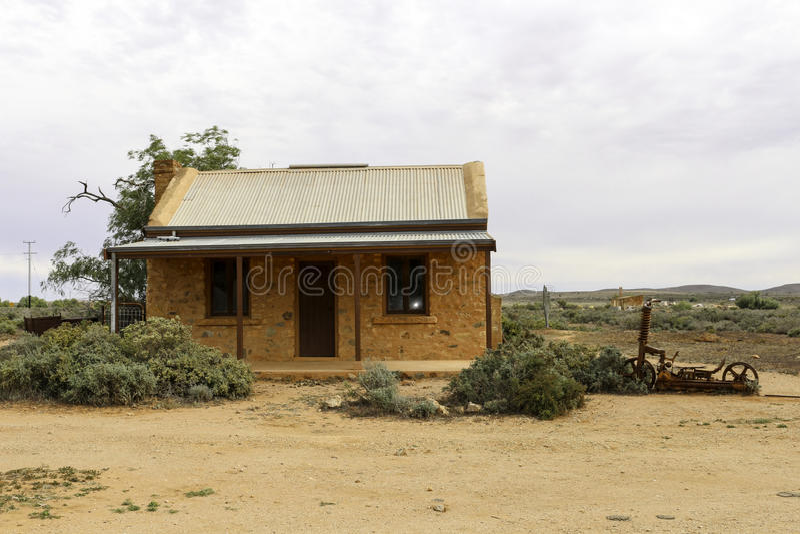 Choza vieja de los mineros en el desierto interior imágenes de archivo libres de regalías