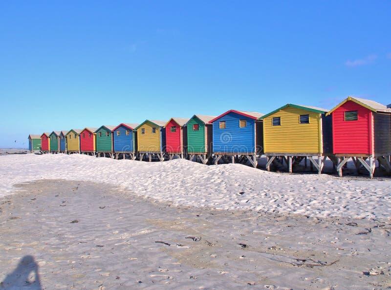Chozas coloridas de la playa en Muizenberg, Suráfrica foto de archivo libre de regalías