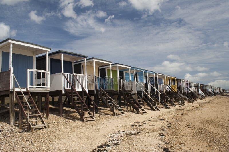 Chozas de la playa, bahía de Thorpe, Essex, Inglaterra imagen de archivo