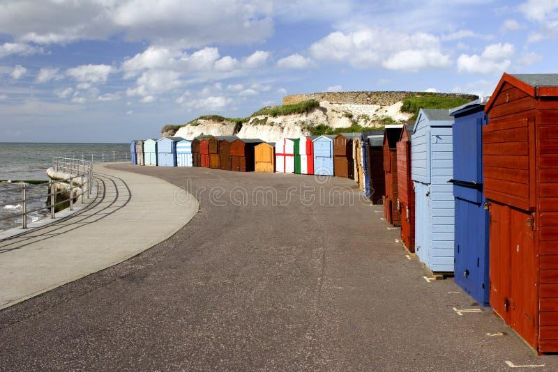 Chozas de la playa de la 'promenade' de la playa imagen de archivo