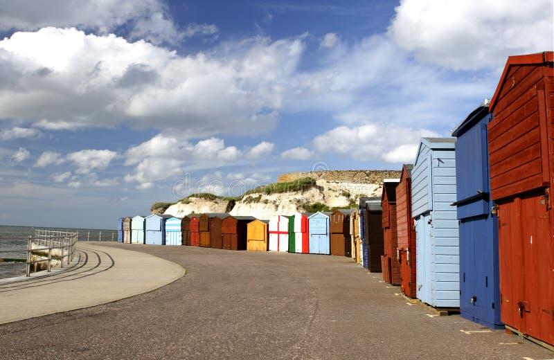 Chozas de la playa de la 'promenade' de la playa imagenes de archivo