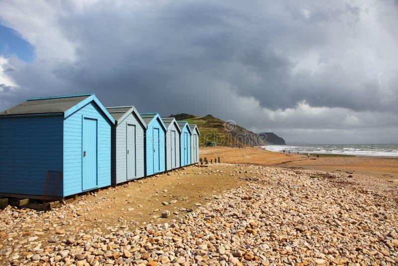 Chozas de la playa en Charmouth fotografía de archivo libre de regalías