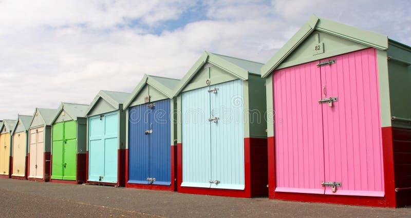 Chozas de la playa en la orilla del mar de Brighton fotografía de archivo libre de regalías