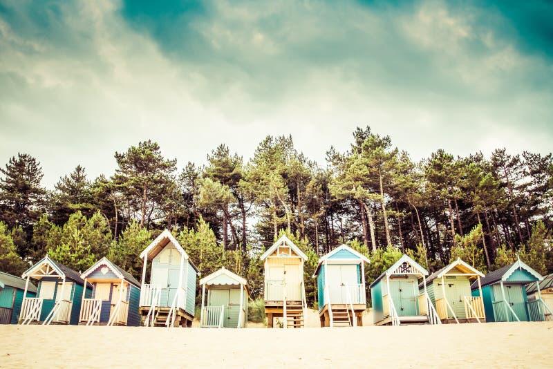 Chozas de la playa en Wells después el mar, Norfolk, Reino Unido fotografía de archivo libre de regalías