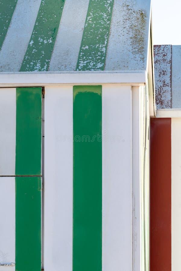 Chozas de madera coloridas de la playa imágenes de archivo libres de regalías