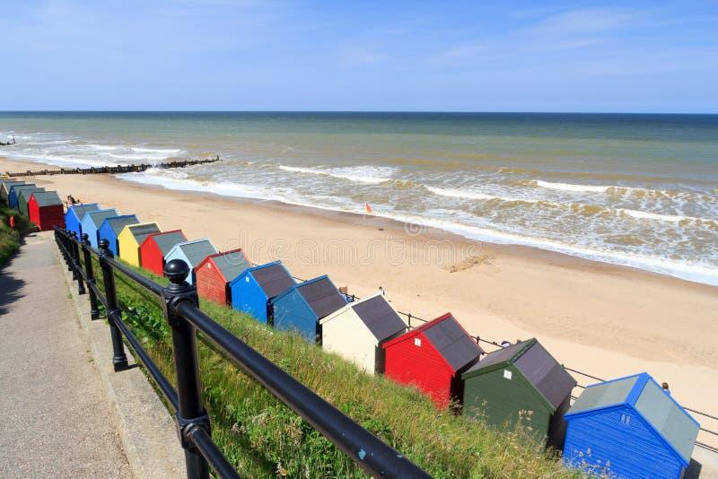 Chozas Norfolk Inglaterra de la playa de Mundesley foto de archivo