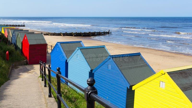 Chozas Norfolk Inglaterra de la playa de Mundesley imagenes de archivo