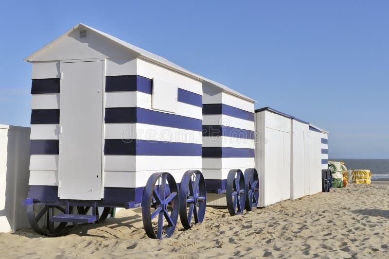 Chozas viejas coloridas de la playa fotos de archivo