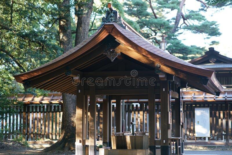 Chozuya或Chozuba或者水盆在美济礁jingu寺庙,东京 免版税库存照片