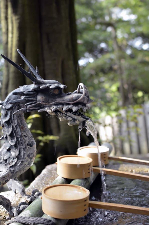 Chozuya du dragon au Japon photos stock