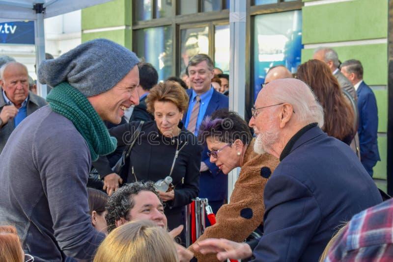 Chris Martin e John Williams em Gustavo Dudamel Hollywood Walk da cerimônia da revelacão da estrela da fama fotografia de stock royalty free